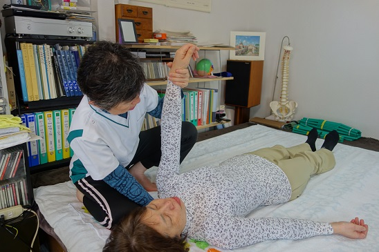 (2)肩甲骨・肩・腕の緊張を取る