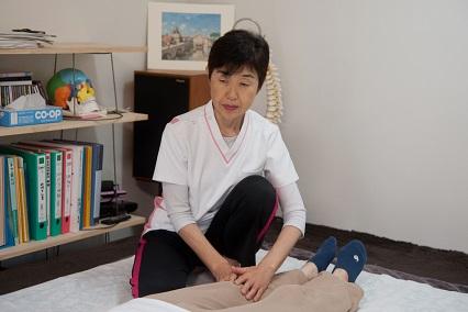 膝蓋靱帯の剥離に直接アプローチ