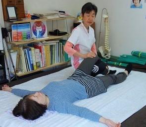 膝の関節のずれを修正