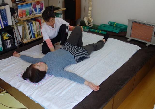 施術例3 腰背部指頭静圧
